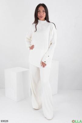 Женский белый трикотажный костюм