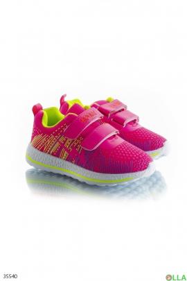 Спортивные кроссовки розового цвета
