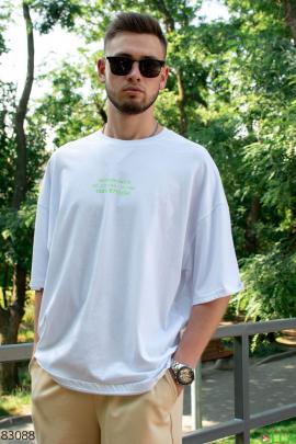 Мужская белая футболка  с принтом на спине