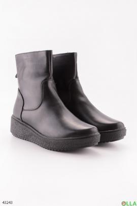 Черные ботинки на плоской подошве