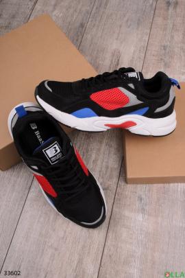Спортивные кроссовки с разными цветами