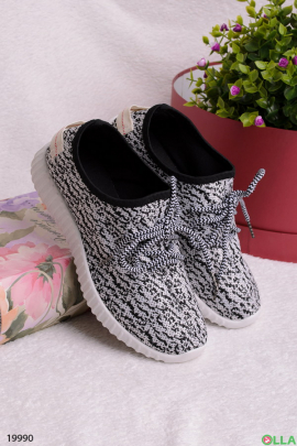 Женские кроссовки из текстиля