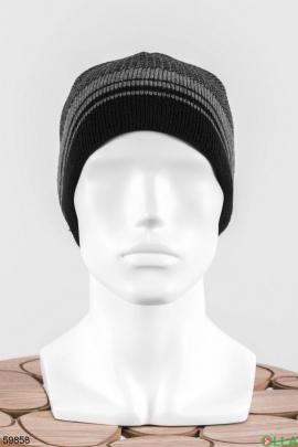 Мужская шапка с полосками