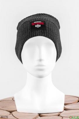 Женская шапка с нашивкой на флисе