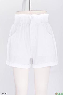 Женские белые шорты с ремнем