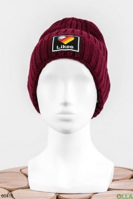 Женская шапка с нашивкой