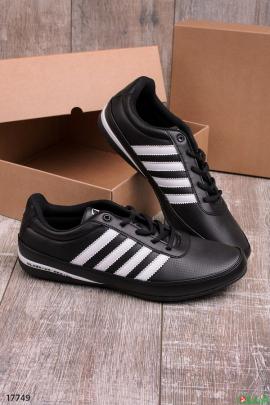 Черные кроссовки с белыми полосами