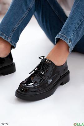 Женские черные лаковые туфли на шнуровке