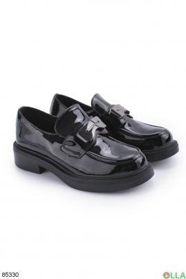 Женские черные лаковые туфли с пряжкой