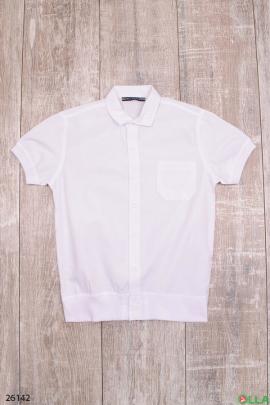 Белая рубашка с короткими рукавами