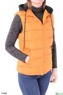 Женский жилет оранжевого цвета