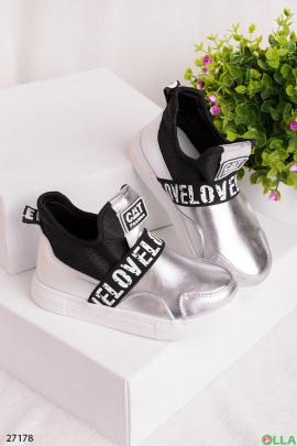 Серебристые  ботинки с надписями