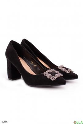 Женские туфли с острым носком