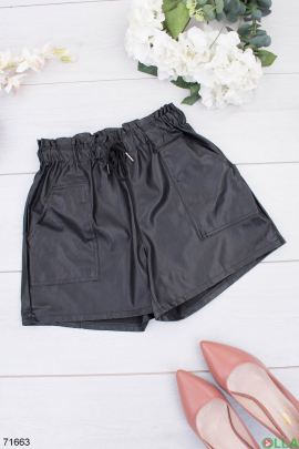 Женские черные шорты из эко-кожи