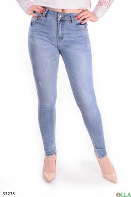 Женские джинсы голубого цвета