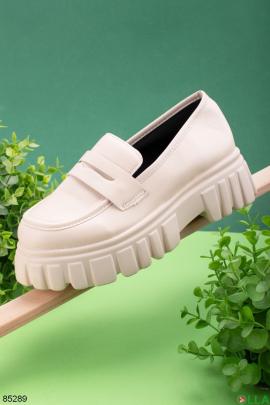 Женские бежевые туфли без застежки