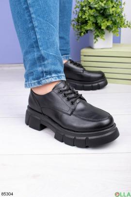 Женские черные туфли на шнуровке