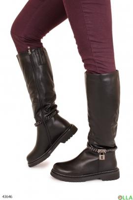 Женские сапоги на низком каблуке