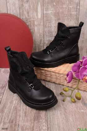 Женские ботинки с декором из страз