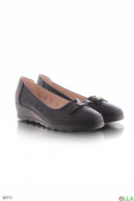 Женские туфли на низкой танкетке
