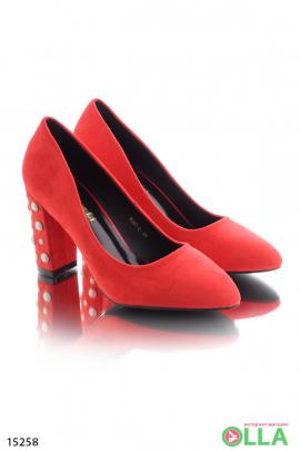 Туфли с бусинами на каблуке