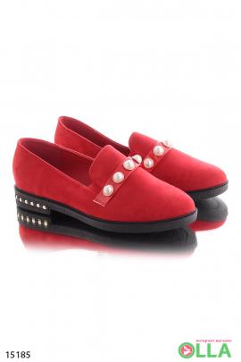 Замшевые туфли с бусинами