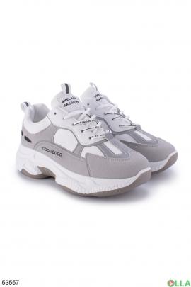 Женские серо-белые кроссовки
