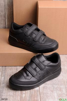 Черные кроссовки на липучках