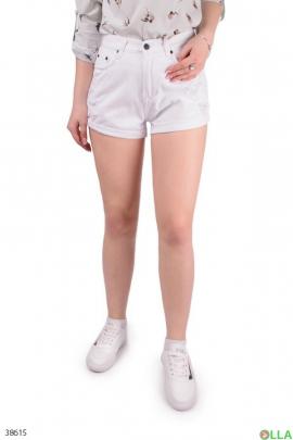 Женские белые шорты