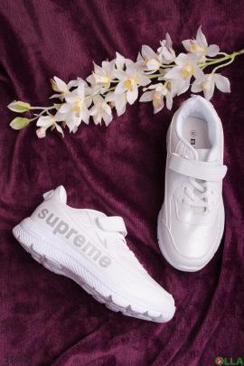 Белые кроссовки на липучке и шнуровке