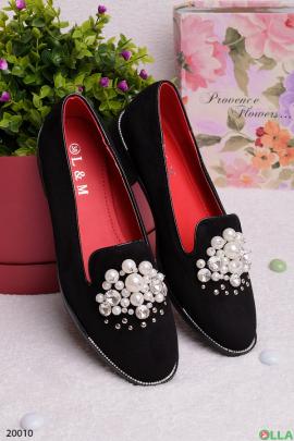 Женские туфли с бусинами