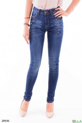 Женские джинсы с декором из бусин