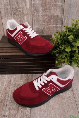 Бордовые кроссовки на шнуровке