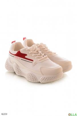 Бежевые  кроссовки с красными вставками