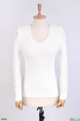 Женский белый трикотажный свитер