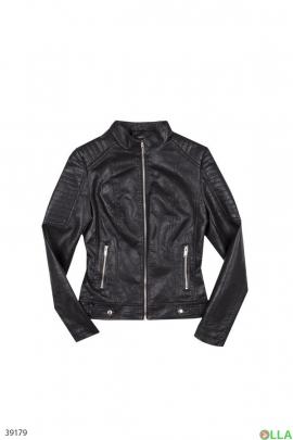 Женская куртка черного цвета