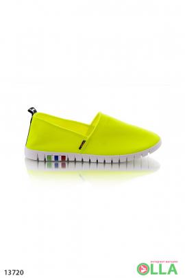 Желтые кроссовки из текстиля