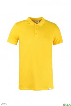 Мужское поло жёлтого цвета
