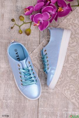 Голубые кеды со шнуровкой