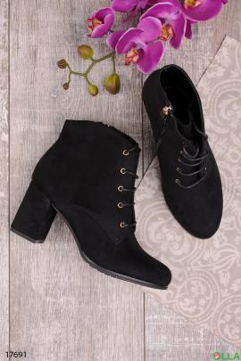 Черные ботинки  со шнуровкой