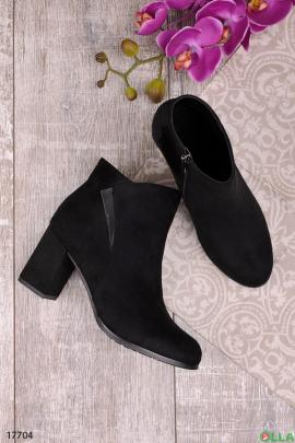 Женские ботинки на устойчивом каблучке