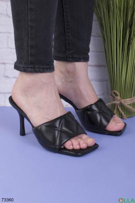 Женские черные шлепанцы на каблуке