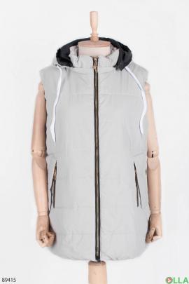 Женский светло-серый жилет с капюшоном