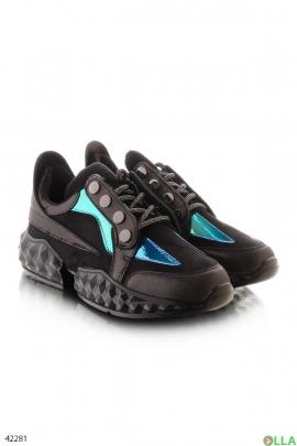 Черные кроссовки с синими вставками