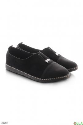 Черные туфли на плоской подошве