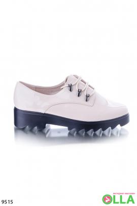 Лаковые  кремовые туфли