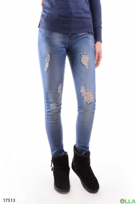Молодежные джинсы  с декоративными дырками