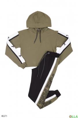 Спортивный костюм из штанов и батника