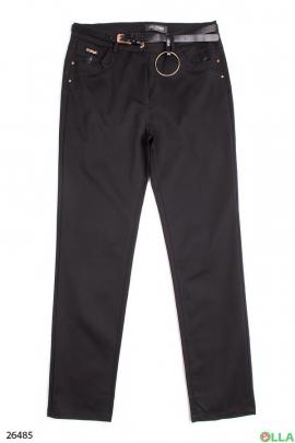 Чёрные брюки с ремнём