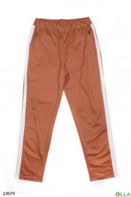 Коричневые штаны с лампасами